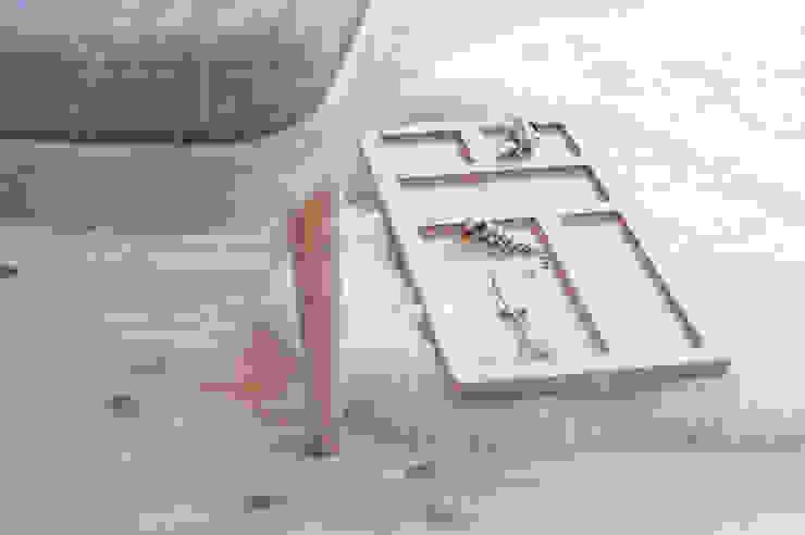 R1 Organizer od Loft Kolasiński Skandynawski Lite drewno Wielokolorowy