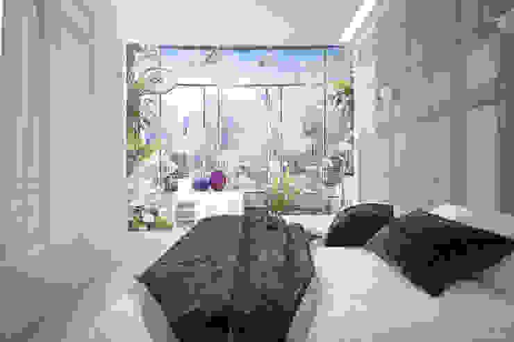 Дизайн спальни в современном стиле Спальня в стиле модерн от Студия интерьерного дизайна happy.design Модерн