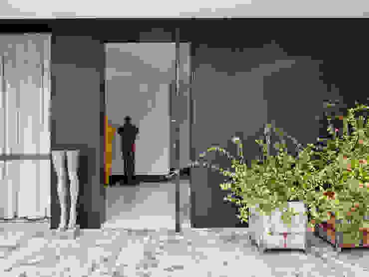 現代房屋設計點子、靈感 & 圖片 根據 SA&V - SAARANHA&VASCONCELOS 現代風
