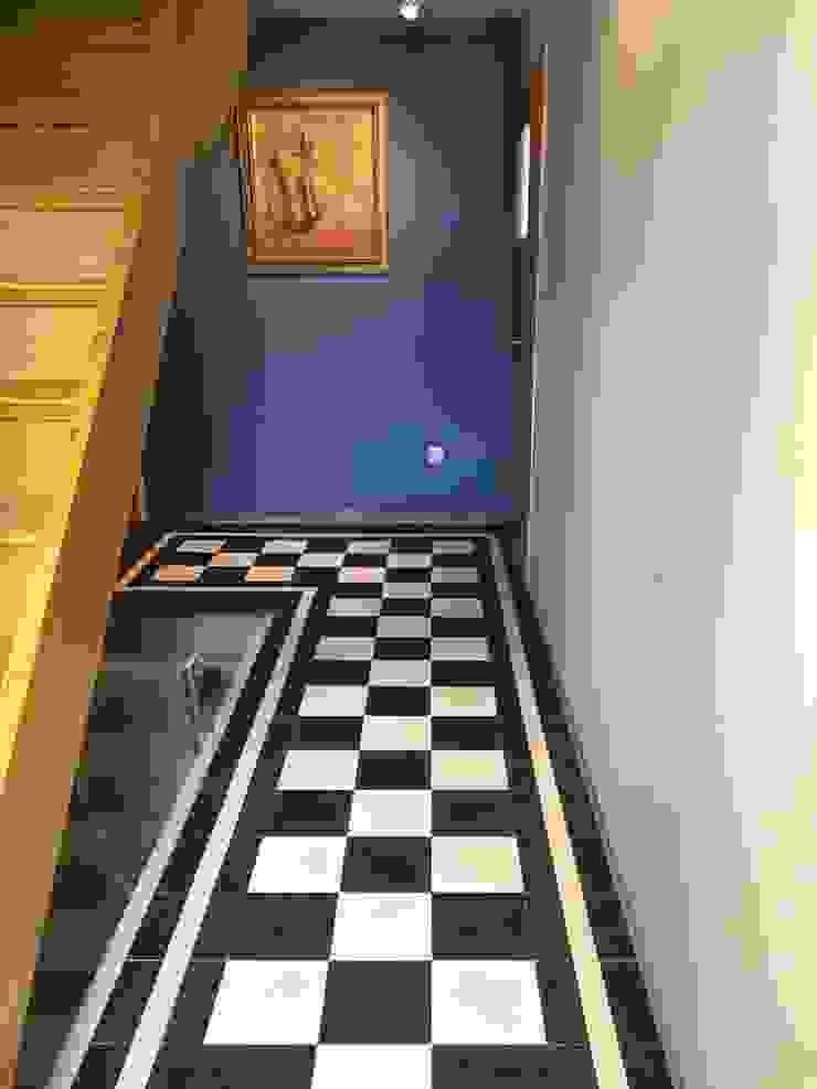 Den Ouden Tegel Koridor & Tangga Modern Ubin