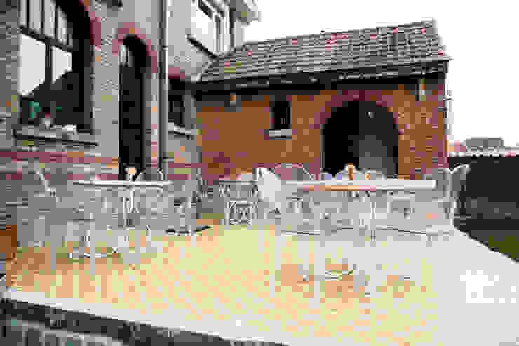 Den Ouden Tegel Country style balcony, veranda & terrace Tiles