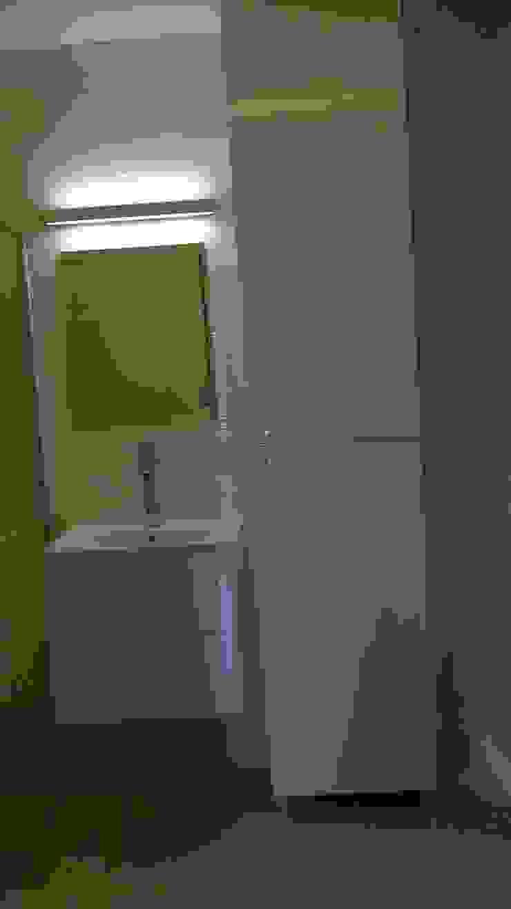 mieszkanie Wrocław Minimalistyczna łazienka od Julia Domagała wnętrza Minimalistyczny