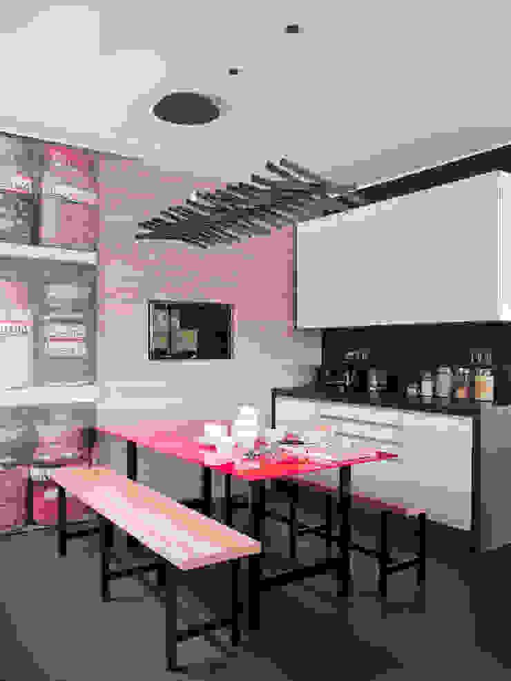 現代廚房設計點子、靈感&圖片 根據 SA&V - SAARANHA&VASCONCELOS 現代風
