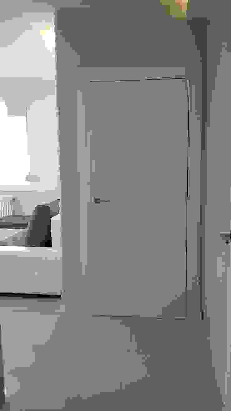 mieszkanie Wrocław Minimalistyczny korytarz, przedpokój i schody od Julia Domagała wnętrza Minimalistyczny