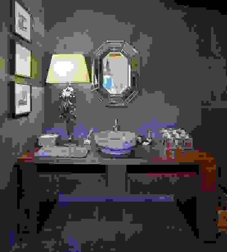 Casas de banho rústicas por Ольга Куликовская-Эшби Rústico