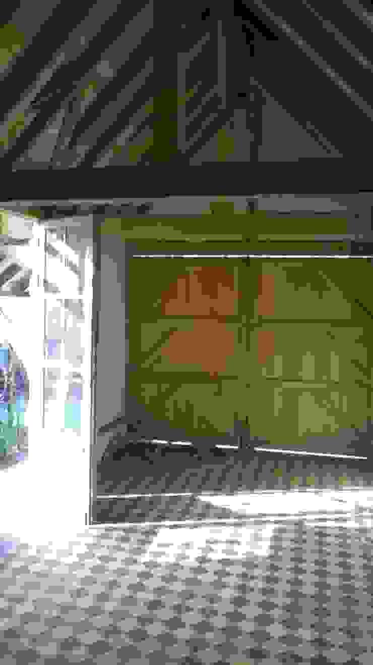 Den Ouden Tegel Country style garage/shed Tiles