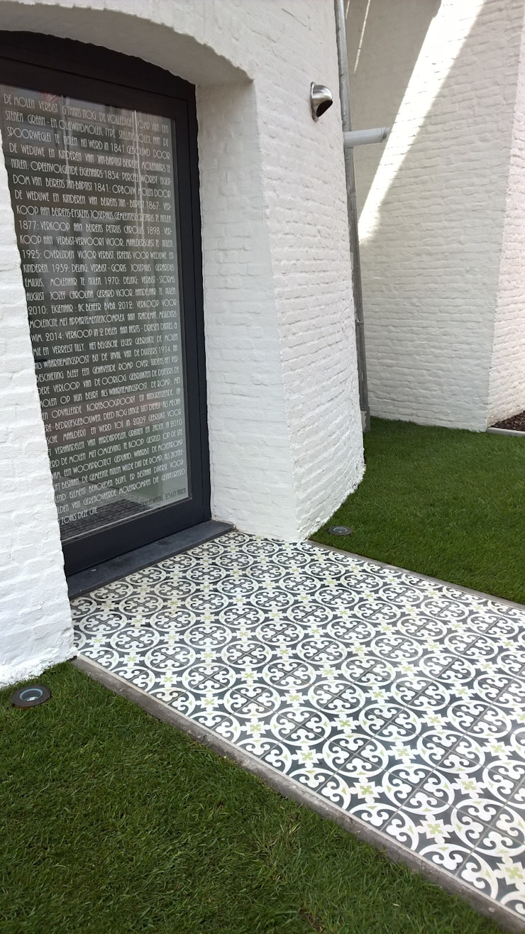 Den Ouden Tegel Country style garden Tiles
