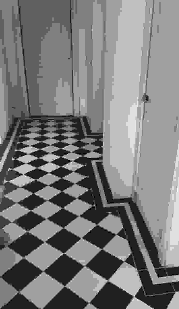 Den Ouden Tegel Koridor & Tangga Klasik Ubin