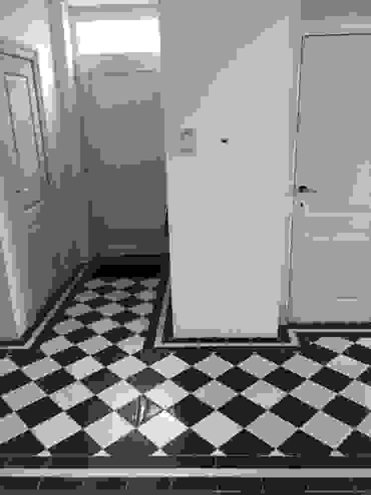 Den Ouden Tegel Klassischer Flur, Diele & Treppenhaus Fliesen
