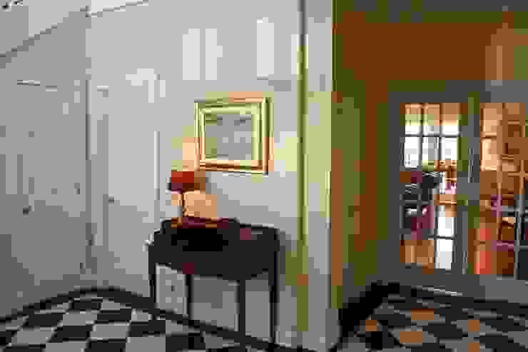 MANSION MINSTER Entry Hall Klassischer Flur, Diele & Treppenhaus von THE WHITE HOUSE american dream homes gmbh Klassisch