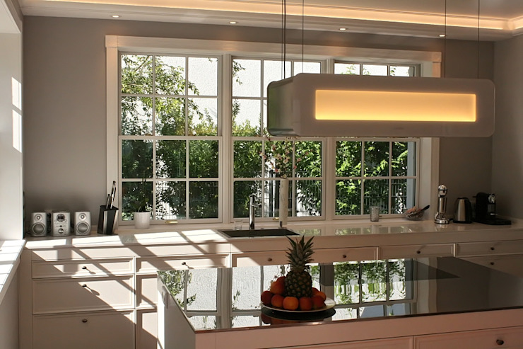 Kitchen by THE WHITE HOUSE american dream homes gmbh,