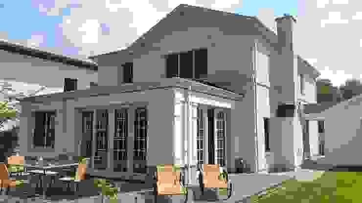 MANSION MINSTER rear with sunroom Klassische Häuser von THE WHITE HOUSE american dream homes gmbh Klassisch