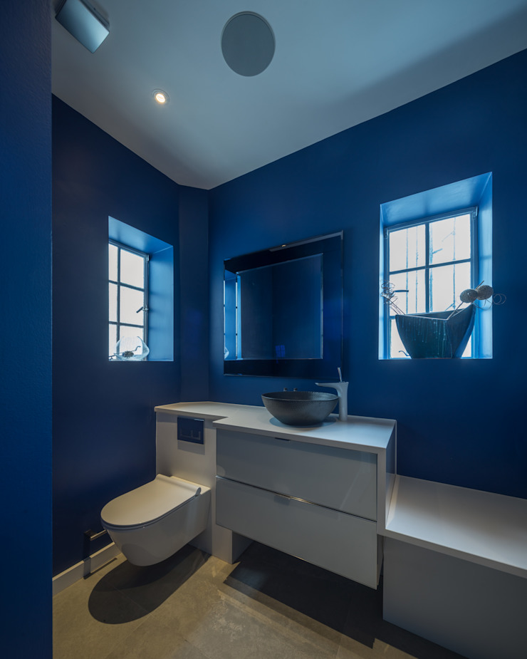 St. Mary Abbots Modern bathroom by Coupdeville Modern