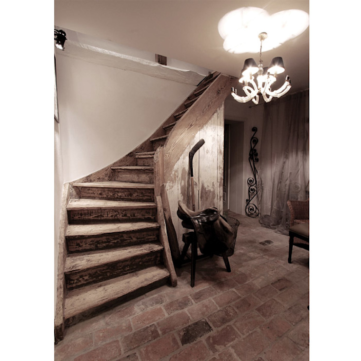 Eclectic style corridor, hallway & stairs by 2kul INTERIOR DESIGN Eclectic Solid Wood Multicolored