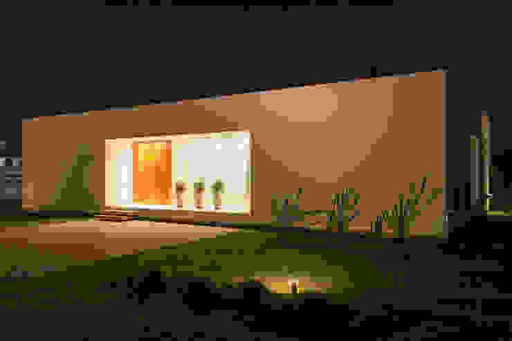 現代房屋設計點子、靈感 & 圖片 根據 VISMARACORSI ARQUITECTOS 現代風