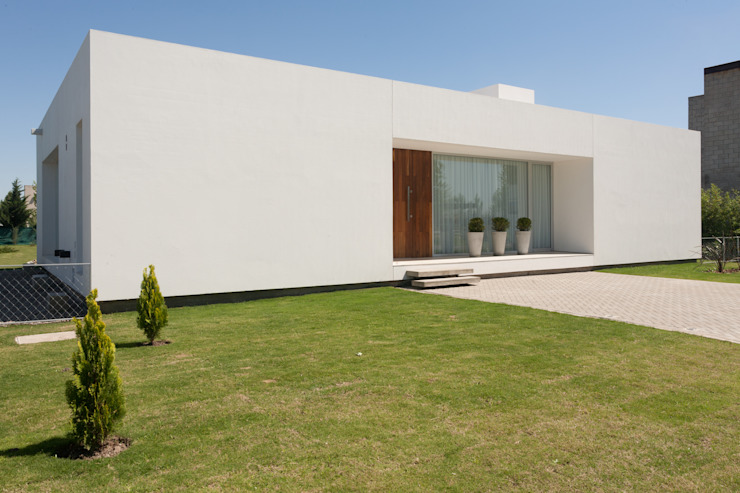 Houses by VISMARACORSI ARQUITECTOS,