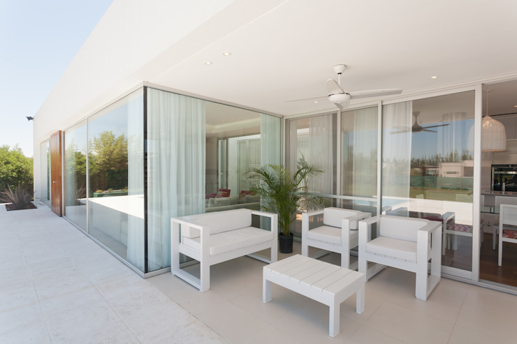 Terrasse de style  par VISMARACORSI ARQUITECTOS, Moderne