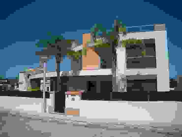 Moradia Unifamiliar com piscina Casas modernas por Garcez- Arquitectos Associados,LDA Moderno