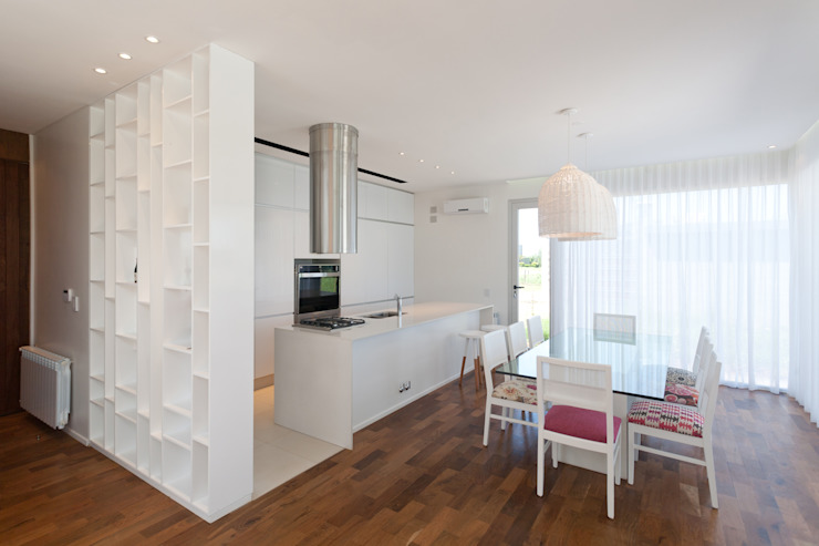 Dining room by VISMARACORSI ARQUITECTOS, Modern