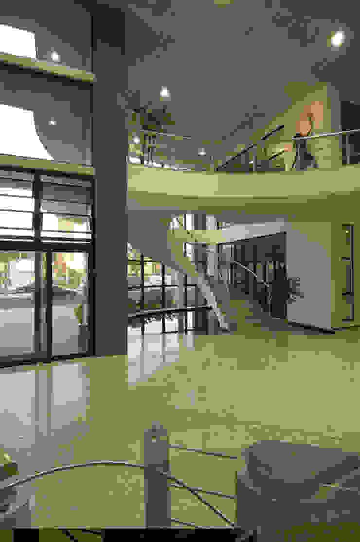 Fotosensores Espaços comerciais industriais por Aurion Arquitetura e Consultoria Ltda Industrial
