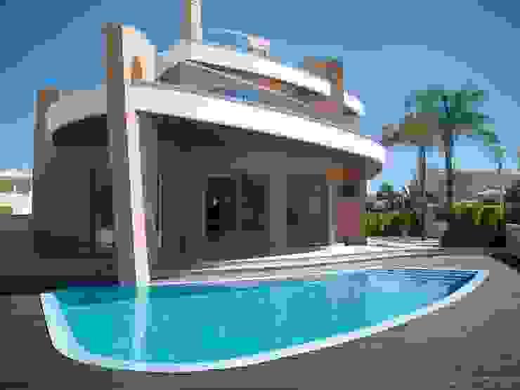 Moradia Unifamiliar com piscina: Piscinas  por Garcez- Arquitectos Associados,LDA,