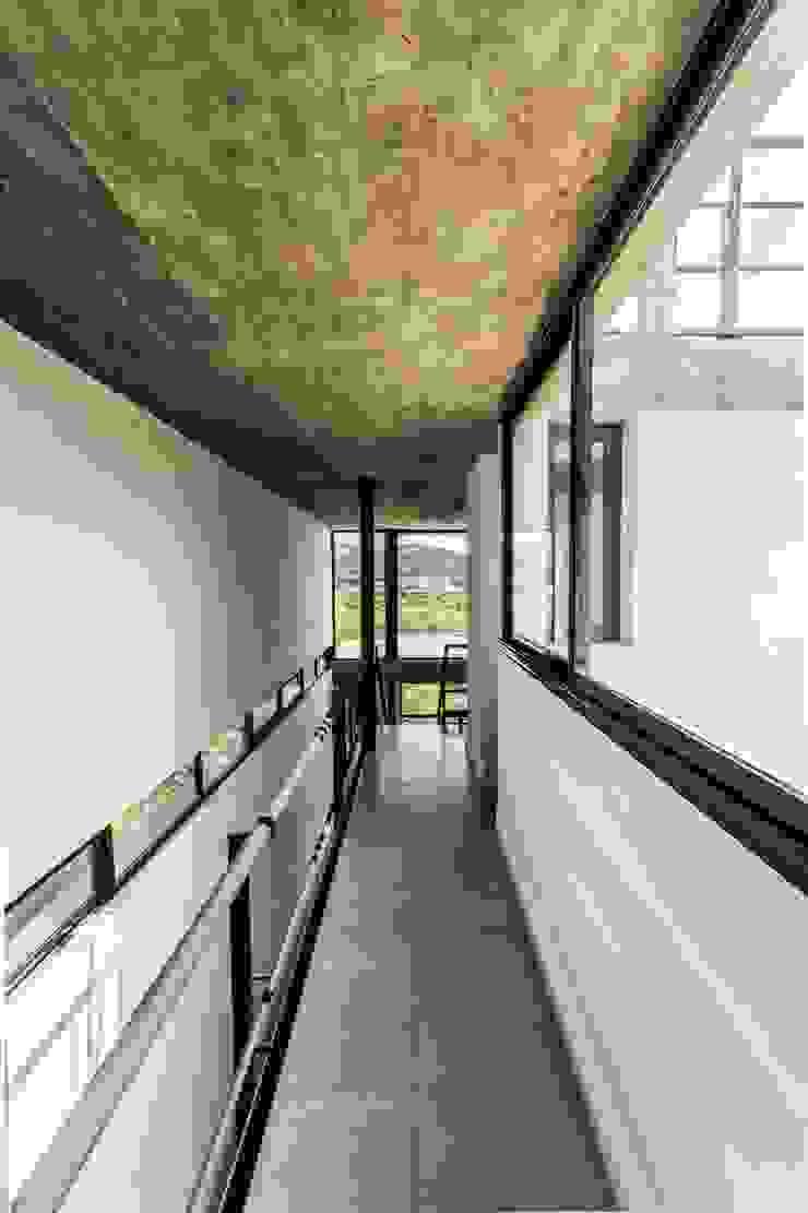 ARP Arquitectos Pasillos, vestíbulos y escaleras modernos