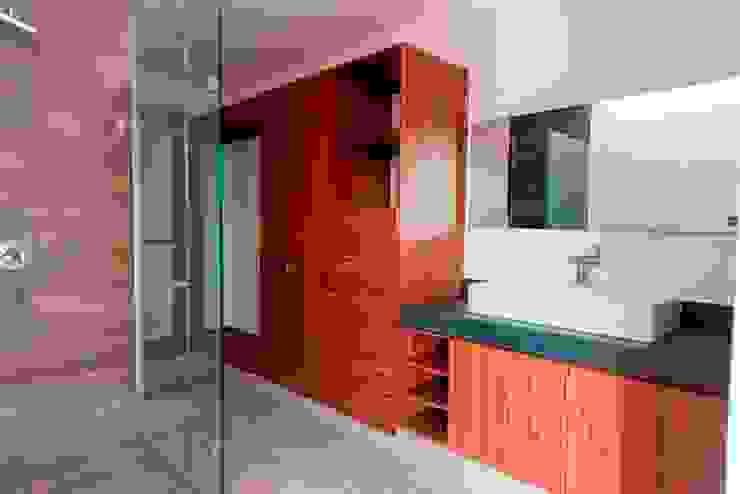 Ванные комнаты в . Автор – JF ARQUITECTOS