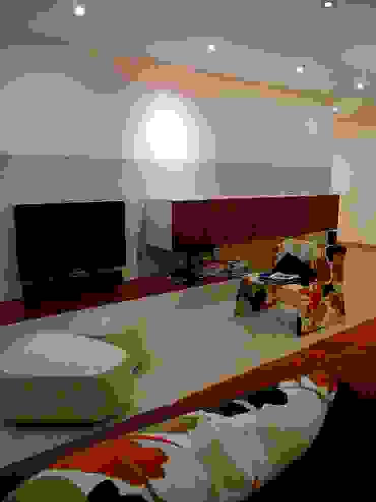 Apartamento EM+PV Salas de estar modernas por Space Invaders _ Arquitectura e Design Moderno