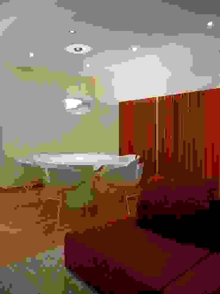 Apartamento EM+PV Salas de jantar modernas por Space Invaders _ Arquitectura e Design Moderno
