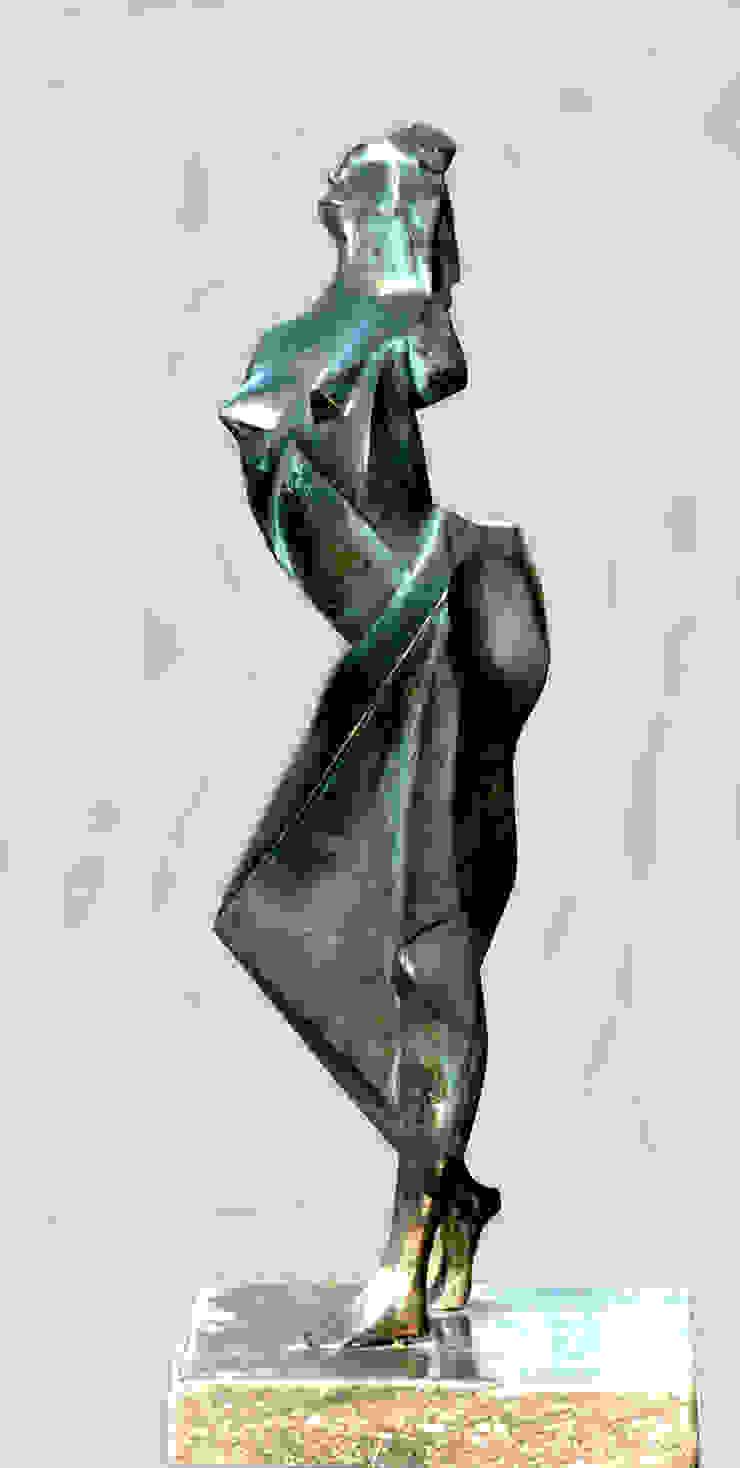 Staande vrouw Beeldhouwerij van Velzen Kunst Sculpturen Koper / Brons / Messing Groen