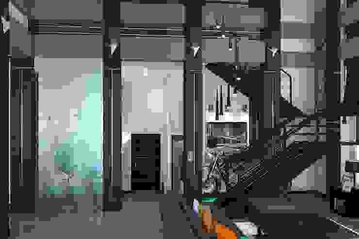 Ruang Keluarga Minimalis Oleh Дизайн студия Жанны Ращупкиной Minimalis