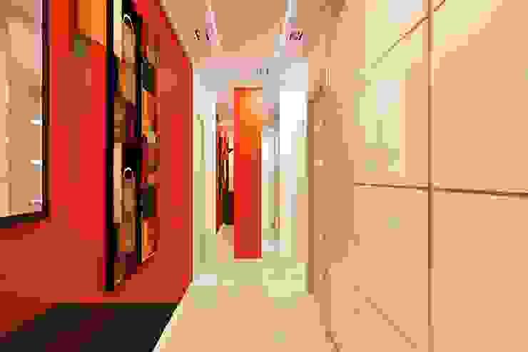 Modern Corridor, Hallway and Staircase by Дизайн студия Жанны Ращупкиной Modern