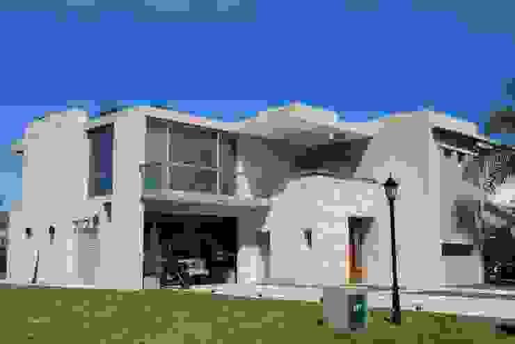 vivienda unifamiliar Casas modernas de cm espacio & arquitectura srl Moderno