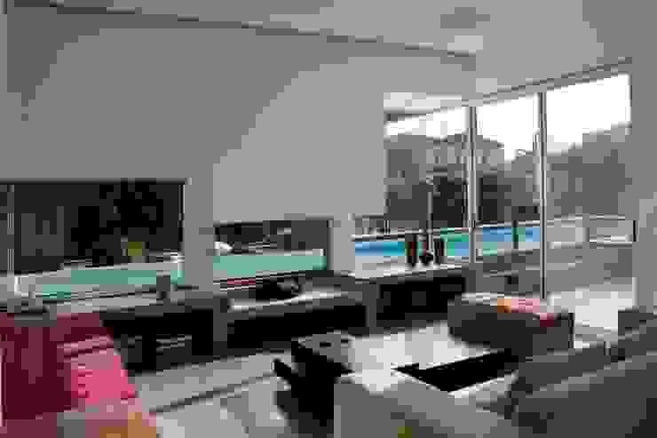 Casa RM Salones minimalistas de Remy Arquitectos Minimalista
