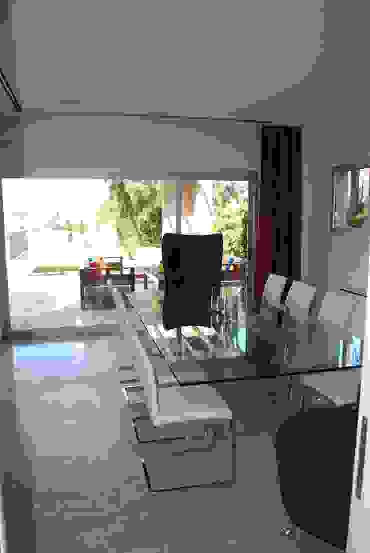 vivienda unifamiliar Comedores de estilo moderno de cm espacio & arquitectura srl Moderno