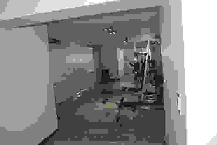 Modern gym by cm espacio & arquitectura srl Modern