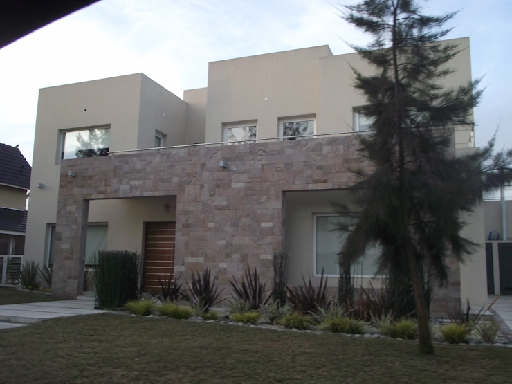 Casa en Barrio Cerrado Casas modernas: Ideas, imágenes y decoración de Grupo PZ Moderno