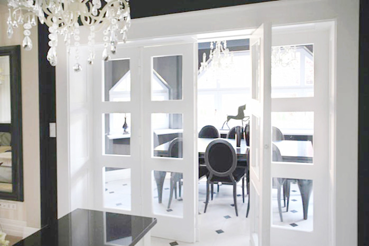 Classic style dining room by 2kul INTERIOR DESIGN Classic Glass
