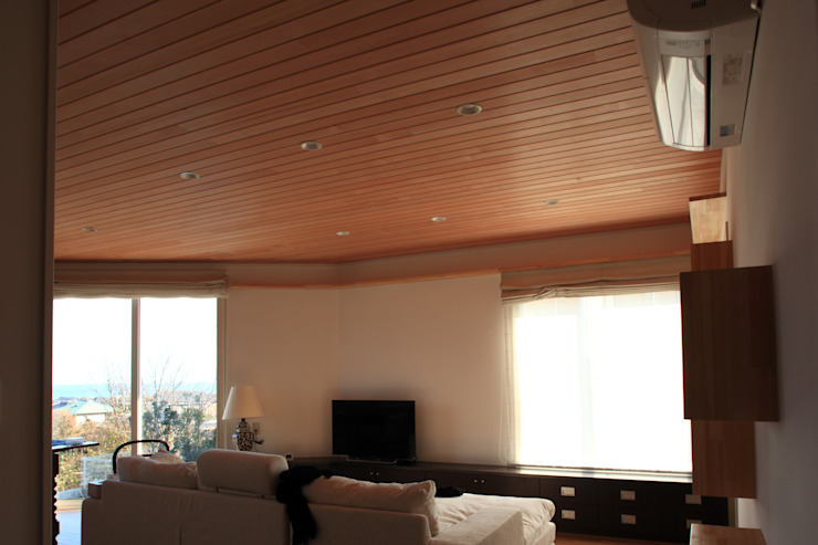 Under the Hat Modern living room by 佐久間達也空間計画所 Modern