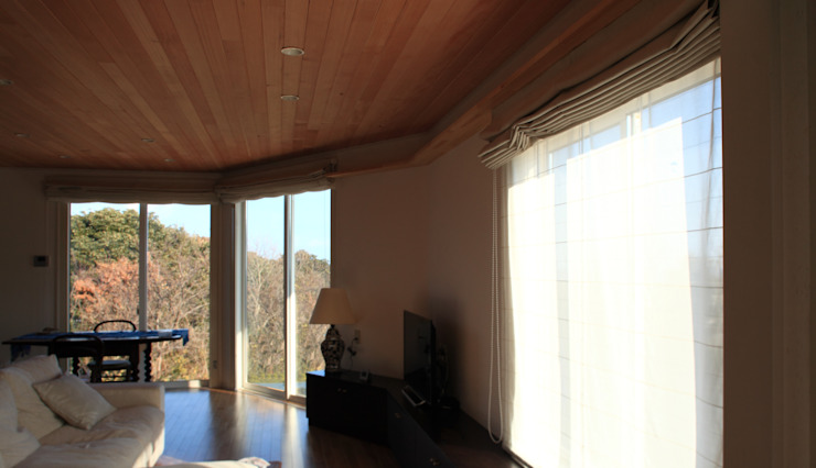 Under the Hat 佐久間達也空間計画所 Modern living room