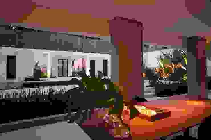 Varanda Varandas, alpendres e terraços tropicais por HZ Paisagismo Tropical