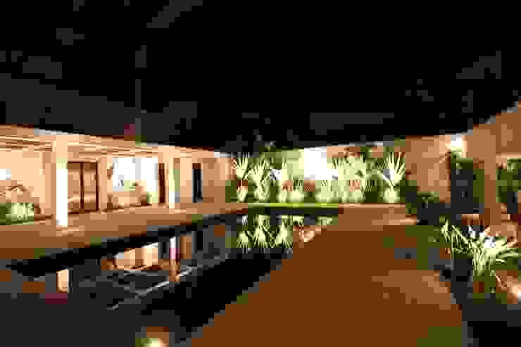 Iluminação Jardins tropicais por HZ Paisagismo Tropical