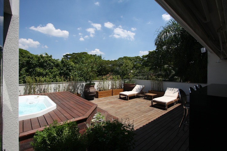 HZ Paisagismo Tropical style balcony, veranda & terrace