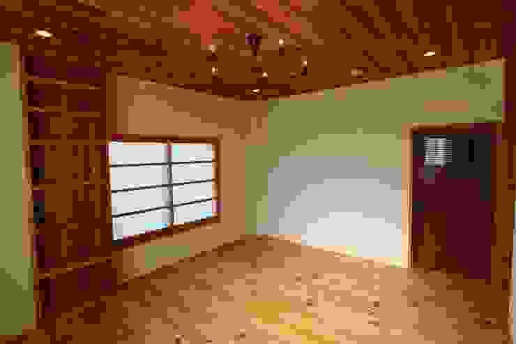 Minimalist bedroom by 阿部工務所 Minimalist Wood Wood effect