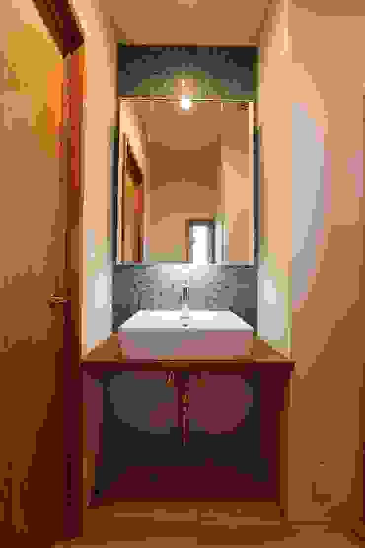 Minimalist style bathroom by 阿部工務所 Minimalist Pottery
