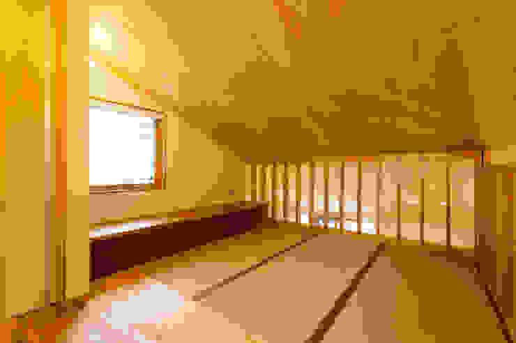 2階フリースペース(畳コーナー): 株式会社山口工務店が手掛けた和室です。,モダン