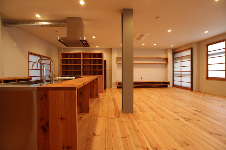 Minimalist dining room by 阿部工務所 Minimalist Wood Wood effect