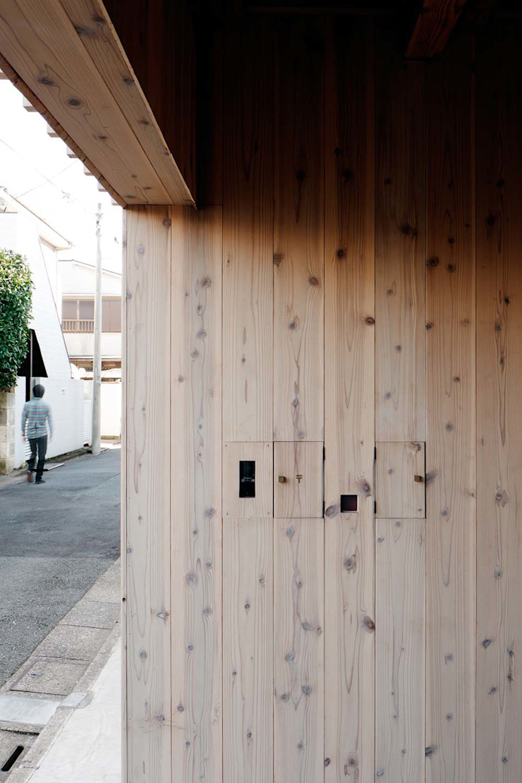 ディンプル建築設計事務所 Modern Corridor, Hallway and Staircase Solid Wood Wood effect