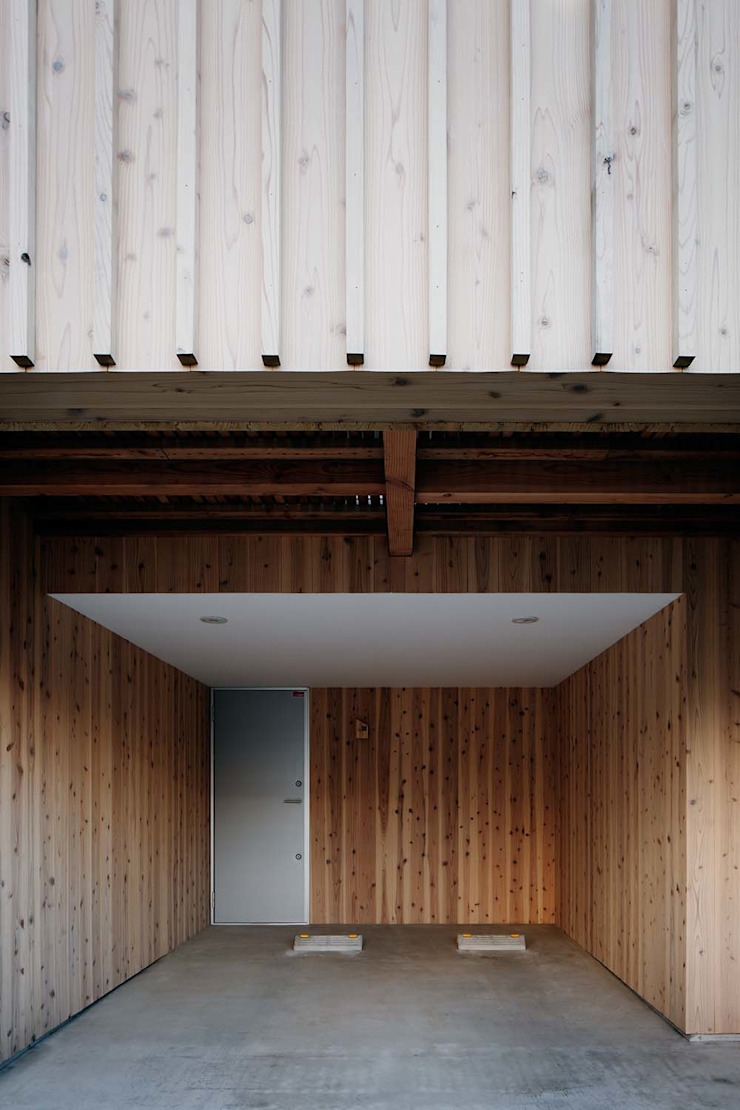 Modern garage/shed by ディンプル建築設計事務所 Modern Solid Wood Multicolored