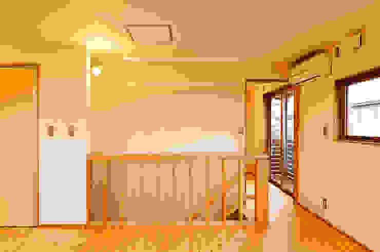 階段手摺格子壁 モダンデザインの 子供部屋 の 株式会社山口工務店 モダン